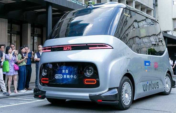 台灣自製自駕電動巴士 WinBus 首上路,好想搭搭看阿!