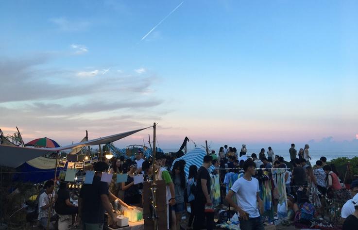 全台唯一沿海市集「海或瘋市集」,這個夏天去 FUN 風吧!