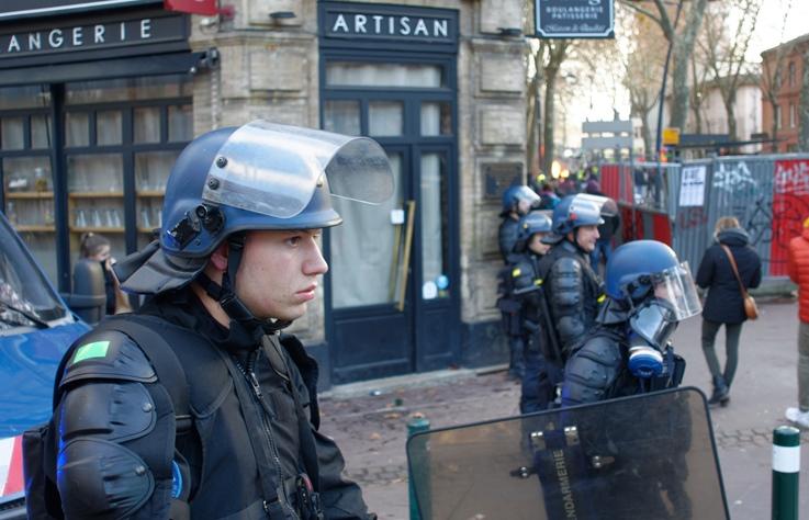 3 分鐘看世界|法國無限期罷工連警察、醫院、老師都加入,Why?