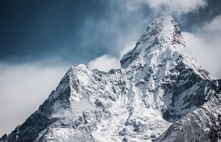【3 分鐘看世界】聖母峰今年奪走 11 條人命,未來就算你有錢也不能上去