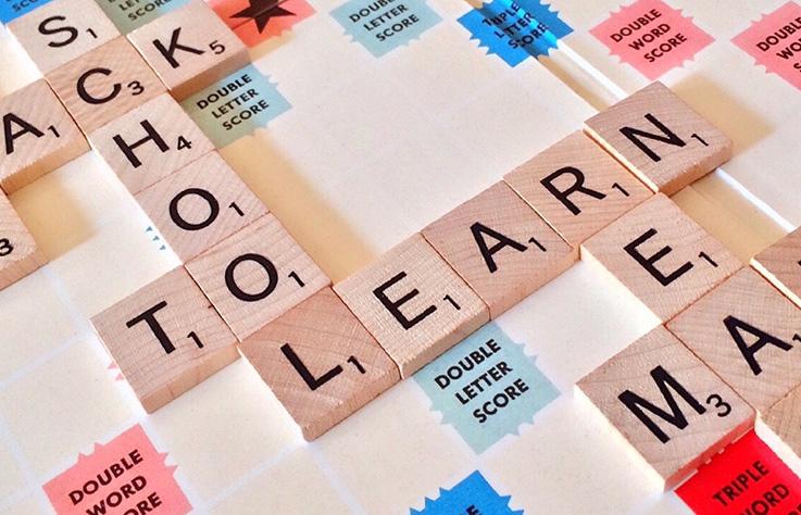 雙語教育如火如荼進行中,大學朝向 2 分之 1 課程用英語授課